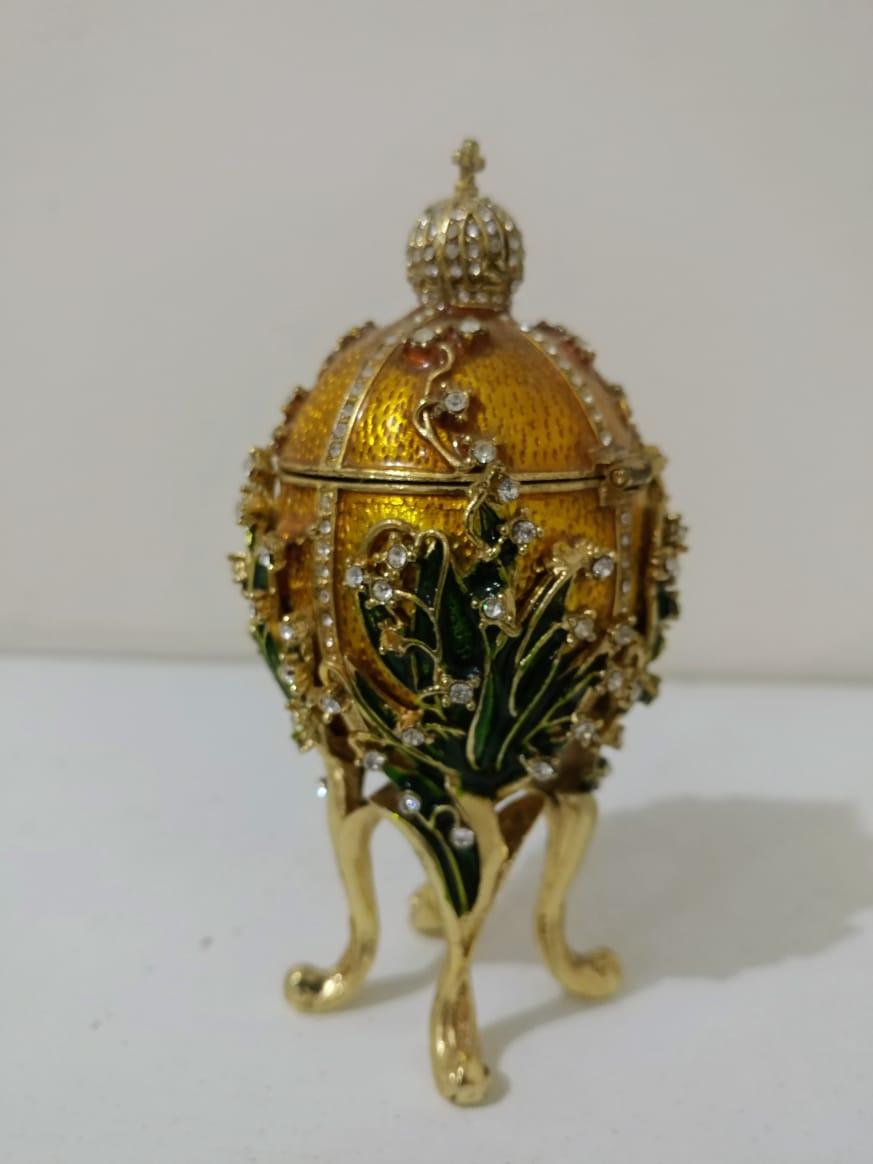 Hadiah Mewah untuk Hari Raya Minggu Paskah 4 April 2021. Swarovski Lily of the Valley Fabergé Egg. Sosok di balik telur-telur mewah ini adalah seorang seniman perhiasan dari The House of Fabergé yang didirikan oleh Gustav Fabergé pada 1842 in St. Petersburg, Russia.